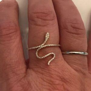 Jewelry - 14K yellow gold diamond snake ring sz 7.75